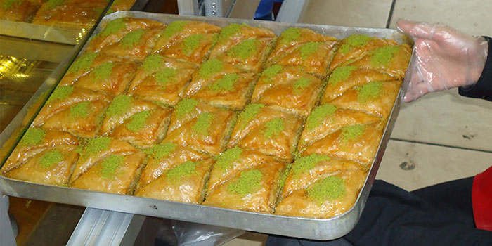 Bristanbul supply freshly baked baklava and other cakes to restaurants and the catering trade.